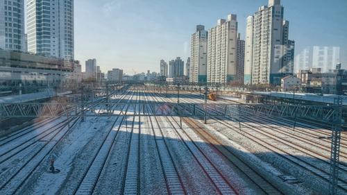 Đường ray đóng tuyết ở Seoul.