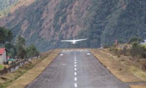 Màn hạ cánh tại 'sân bay nguy hiểm nhất thế giới'