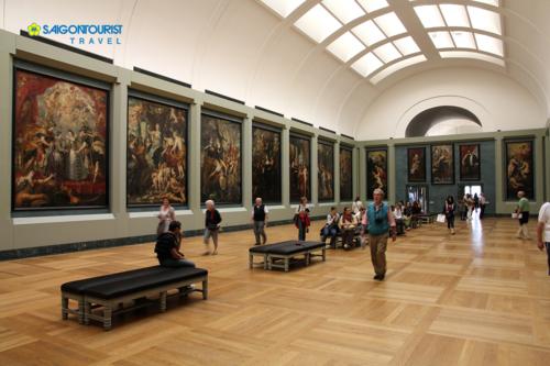 Bảo tàng Louvre là nơi trưng bày bức tranh nàng Mona Lisa trứ danh.