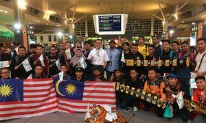 Hàng trăm CĐV Malaysia đến Hà Nội tiếp sức cho đội nhà