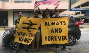 CĐV Malaysia lái xe 3.000 km để đến Hà Nội xem chung kết