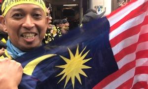 CĐV Malaysia: 'Tôi sẽ khóc cả ngày nếu đội nhà thắng chung kết'