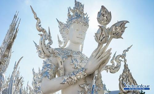 Tour chiêm bái đền, chùa đầu năm có giá ưu đãi đến 6 triệu đồng.
