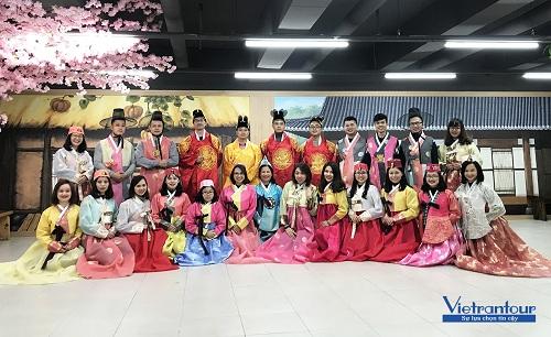Một trong nhiều đoàn khách du lịch Hàn Quốc của Vietrantour.