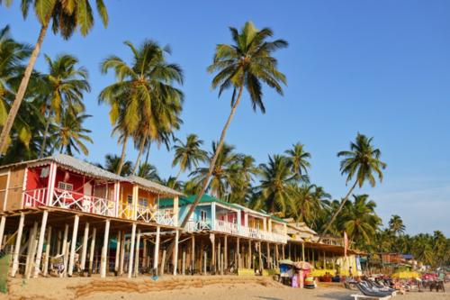 Bãi biển Palolem thu hút nhiều khách phương Tây tới nghỉ dưỡng.Ảnh: The Nomadic Pear.