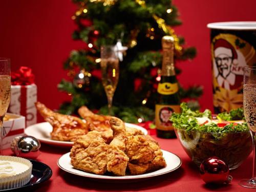 Một chiến dịch marketing ra đời nhằm quảng bá gà rán trở thành món ăn thay thế cho gà tây trong bữa tối Giáng sinh truyền thống. Ảnh:Business Insider.