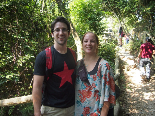 Matthew (ảnh trái) sống ở Việt Nam một thời gian dài. Anh cho biết tại đây đã gặp gỡ được nhiều người tuyệt vời mà bản thân không ngờ tới. Ảnh: Matthew-pike.