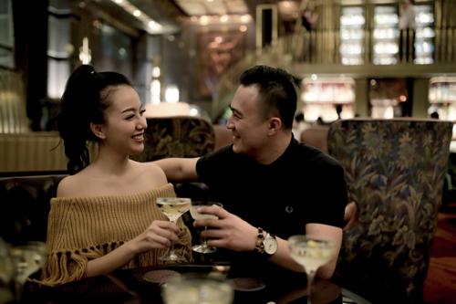 Atlas khiến Băng Di thích thú với bộ sưu tập rượu gin nổi tiếng nhất thế giới.