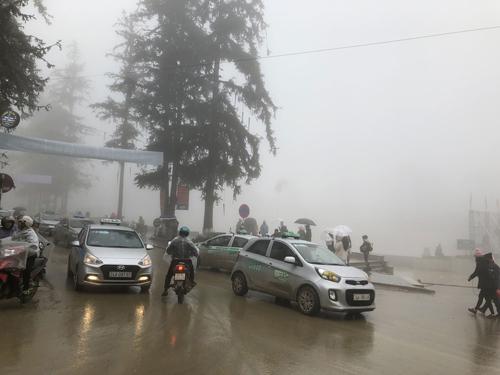 Sương mù và mưa rả rích kéo dài suốt ngày 29/12.