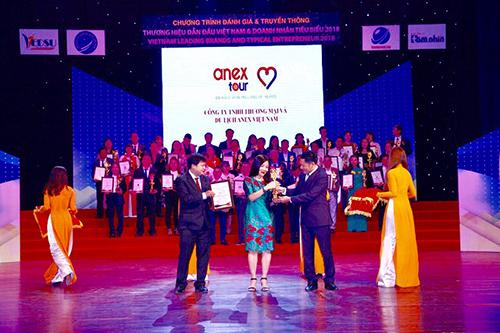 Bà Nguyễn Hương Thủy - Đại diện lãnh đạo công ty nhận giải thưởng