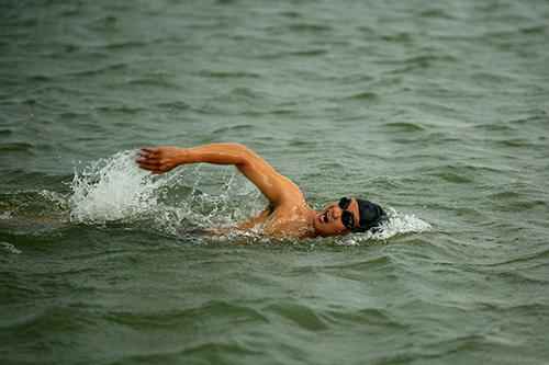Bơi đường dài đòi hỏi người tham gia phải nắm vững các kỹ năng cần thiết và không sợ các tình huống xấu xảy ra. Ảnh: NVCC.