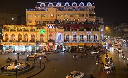 Paul gọi Hà Nội là thủ đô xinh đẹp của Việt Nam. Ảnh: Stickman Bangkok.