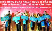 Đoàn khách quốc tế đầu tiên đến TP HCM năm 2019 được tặng tour miễn phí