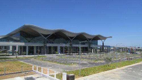 Nhà ga T2 Cảng hàng không Quốc tế Cam Ranh đi vào hoạt động với nhiều đường bay mới sẽ là cú hích lớn cho du lịch địa phương.