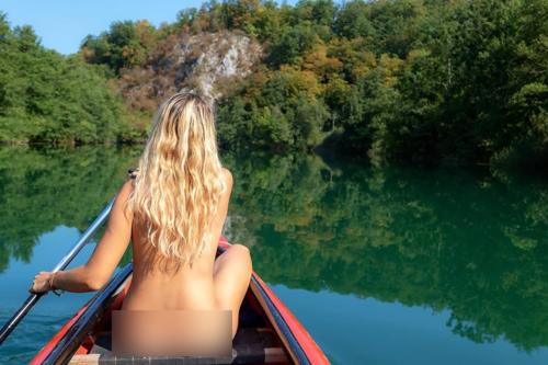 Diana đánh giá Croatia là thiên đường cho những người theo chủ nghĩa tự nhiên. Ảnh: Naturist Girl.