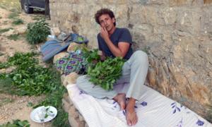 Lần đầu đến Yemen, phượt thủ Mỹ bị mời ăn lá ma tuý mỗi ngày