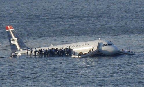 Hãng bay sau đó đã đề nghị bồi thường 5.000 USD cho mỗi hành khách, cũng như hoàn trả lại tiền vé máy bay. Ảnh: Conversation.