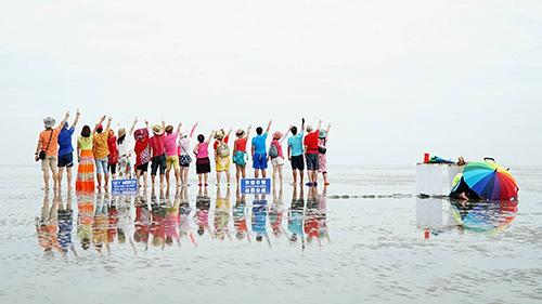 Hiện Gương trời được nhiều công ty du lịch Việt Nam thiết kế trong chương trình tour khám phá Malaysia. Ảnh:Phong Vinh.