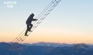 Leo thang dây giữa hai núi cao chót vót ở Áo