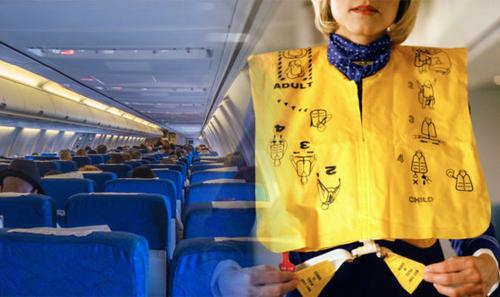 Nhiều hành khách có thói quen lấy trộm áo phao dưới ghế ngồi trước khi rời máy bay. Hành động này luôn bị các hãng bay lên án và phạt tiền nếu bị phát hiện. Ảnh: Express.