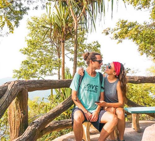 Caren và Cazzie gặp nhau vào năm 2014 khi họ du lịch tới Ấn Độ và thành đôi từ đó đến giờ. Ảnh: Instagram.