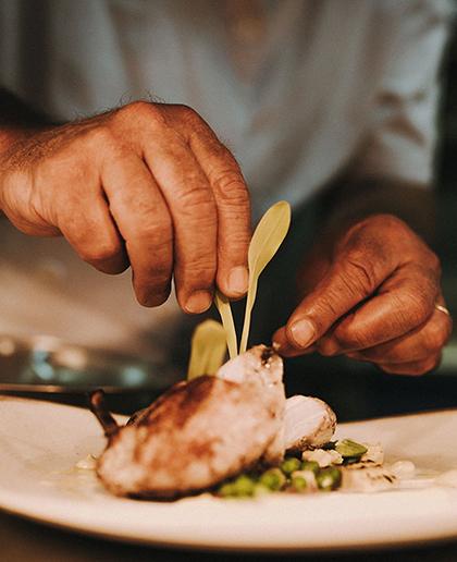 Siêu đầu bếp Anh sáng tạo thực đơn Michelin trên du thuyền Hạ Long.