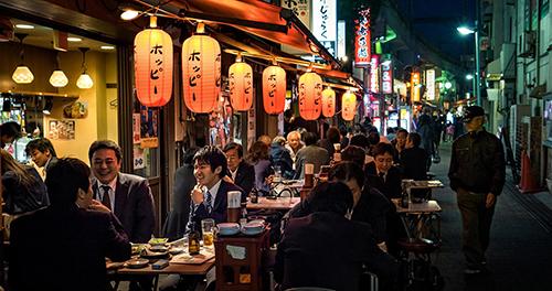 Quán nhậu Izakaya trên đường phố Nhật Bản. Ảnh: anibee.tv.