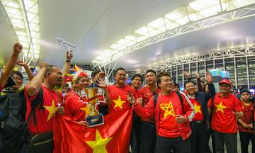 CĐV Việt Nam mất ngủ 2 đêm vì chờ sang Dubai xem tứ kết