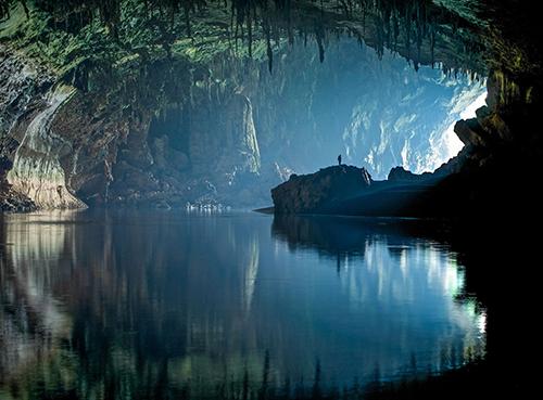 Sơn Đòong là hang động tự nhiên lớn nhất thế giới, điểm đến trong mơ của rất nhiều du khách nước ngoài. Ảnh: John Spies.