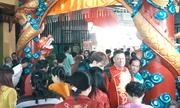 Người Sài Gòn chen chúc đi chùa đầu năm Kỷ Hợi