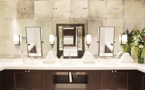 Nhà vệ sinh công cộng trong trung tâm thương mại The Grove (Los Angeles, Mỹ) trưng bày 6 bức tranh nguyên bản của Picasso và Miro. Ảnh:Cintas.