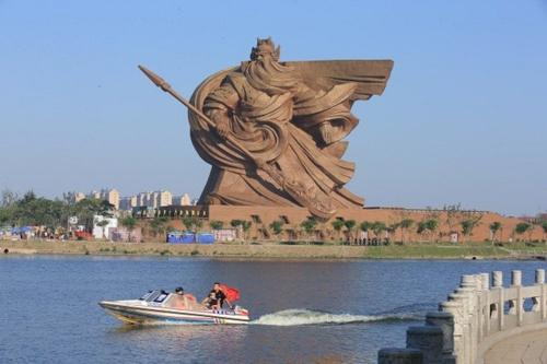 Tượng Quan Công xuất hiện ở nhiều đền thờ Trung Quốc. Ảnh: Shanghaiist.