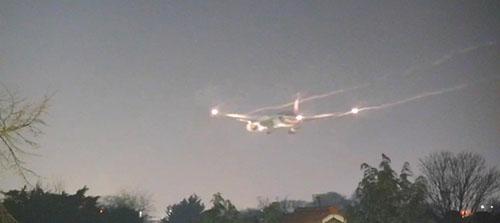 Máy bay của Thai Airways phải xả nhiên liệu trên bầu trời trước khi hạ cánh. Ảnh: Sun.