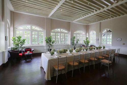 Phòng ăn được bài trí để đón lãnh đạo hai nước tới ăn trưa ngày 12/6. Hoa trang trí mang hai màu xanh, trắng và Nhà Trắng dường như rất hài lòng với điều này. Ảnh: Straits Times.