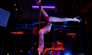 Những vũ nữ thoát y trong quán bar ở Mỹ