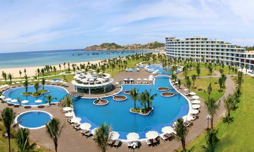 Khu nghỉ FLC Quy Nhơn được đánh sở hữu nhờ sở hữu bãi biển đẹp, không gian thoáng rộng.
