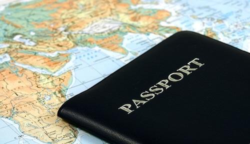 Họ chiếu là một trong những giấy tờ cần thiết cho chuyến đi của bạn. Ảnh: Vobmapping.