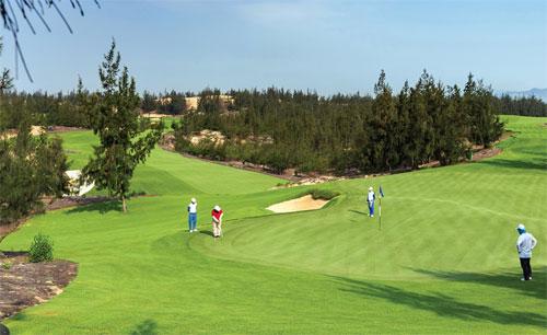 Nhiều du khách có thể ở cả tuần trong khu nghỉ có đủ các loại dịch vụ đáp ứng cho mọi lứa tuổi như safari, sân golf, công viên nước...