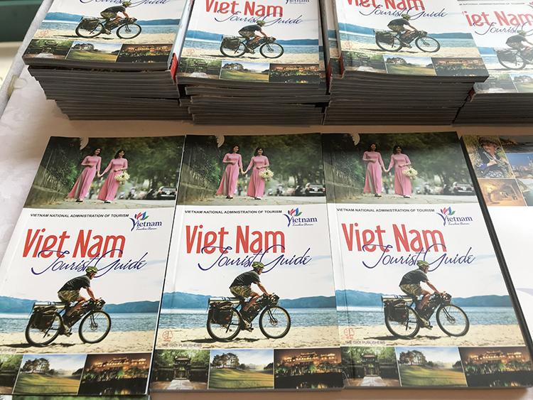 Sổ tay hướng dẫn du lịch Việt Nam được Tổng cục Du lịch cung cấp cho các phóng viên quốc tế. Hiện trang du lịch của Việt Nam (vietnam.travel) đã được liên kết với trang đăng ký báo chí quốc tế của Bộ Ngoại giao.