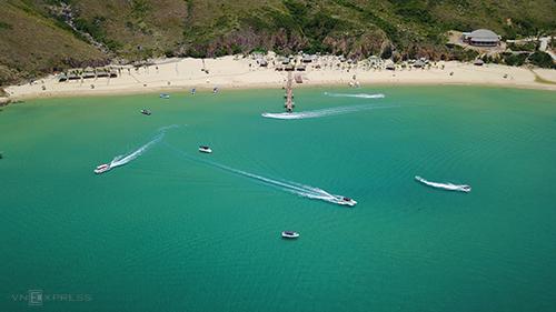 Nước biển ở Kỳ Co trong xanh, nhìn tận đáy, được ví như Palawan của Việt Nam.