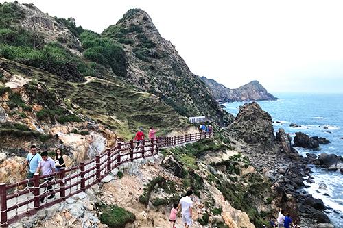 Con đường Hàn Quốc ở Eo Gió hút khách thích chụp ảnh.