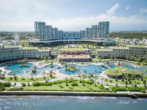 Trong 3 ngày, khách hàng có cơ hội mua phòng giá siêu ưu đãi tại nhiều khu nghỉ dưỡng cao cấp như FLC Hotels & Resorts, Flamingo Resort, Victoria Resort...
