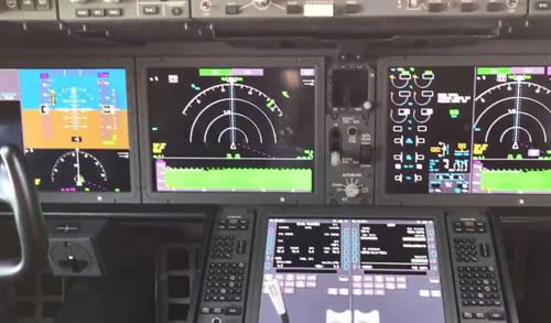 Cơ phó cũng cho biết thêm, các phi công rất thích hạ cánh, vì đó là những chiếc máy bay tuyệt vời để hạ cánh.