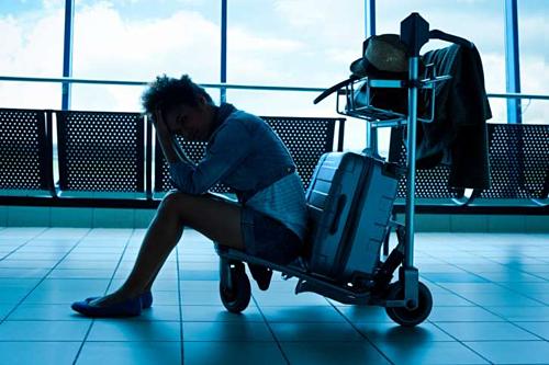 Nhân viên sân bay ngại nhất làm việc buổi sáng, vì các chuyến bay sớm hành khách thường rất khó tính, hay cáu gắt. Ảnh: Mental Floss.