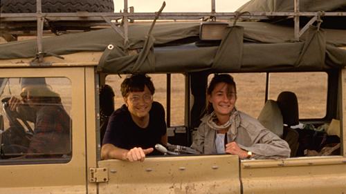 Vợ chồng Bill Gates ngắm cảnh ở châu Phi năm 1993. Ảnh:Gates Notes.