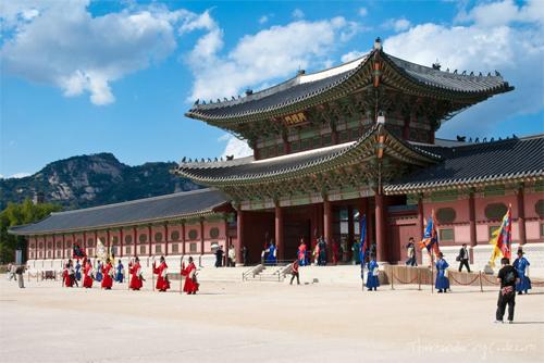 Cung điện hoàng gia Gyeongbok. Ảnh: Norecipe.