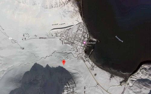 Hình ảnh thị trấn Bolungarvik bị bao phủ trong tuyết quanh năm trên Google. Ảnh: Google.
