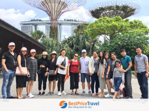 Khách hàng đi Tour Singapore của BestPrice Travel.