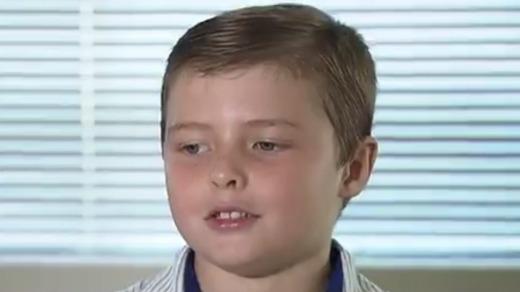John Meredith, 9 tuổi cho biết cậu đã rất bối rối trước sự cố máy bay hạ cánh tại Melbourne và cậu phải qua đêm ở sân bay. (Ảnh: Theage)