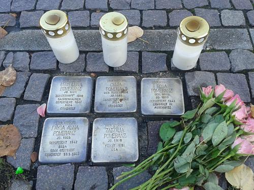 Những phiến đá in tên người ám ảnh trên đường phố Berlin - 1